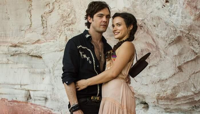 Gael (Sergio Guizé) e Clara (Bianca Bin) em O Outro Lado do Paraíso (Foto: Globo/Raquel Cunha)