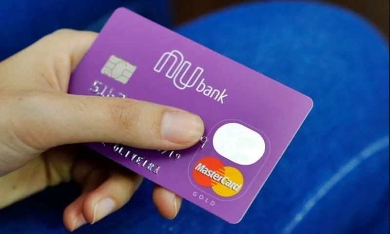 Cartão Nubank, sem anuidade já chamado por muitos de Roxinho. Foto/Reprodução