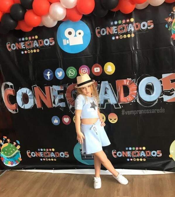 Sofia Espitalher  faz sucesso com apenas 7 anos de idade na nova websérie Conectados 5