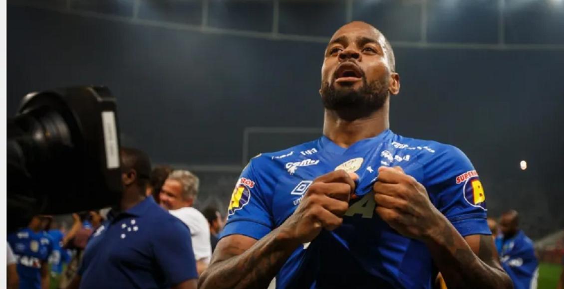 Mesmo com Cruzeiro atolado em dívidas, Dedé aciona o clube na justiça