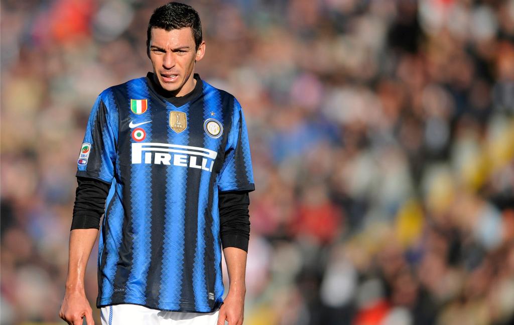 Relembre 6 jogadores brasileiros que vestiram a camisa da Inter de Milão nos últimos anos