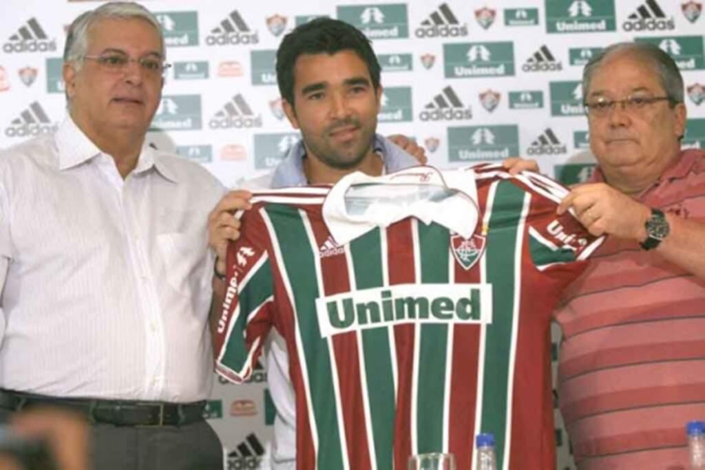 Parceria ou patrocínio? relembre a polêmica financeira no futebol brasileiro. Imagem: Acervo Fluminense FC