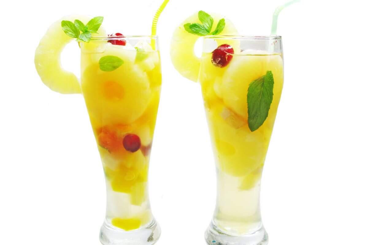 O fim de semana chegou, então, está na hora de aproveitar a folga do trabalho para descansar e relaxar tomando uma bebida mista saborosa